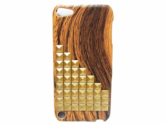 size 40 fcda4 219ee Wood Pattern Plastic IPod Touch 5 Case, Bronze Pyramid Stud IPod ...